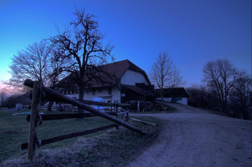 Schlosshof nachts